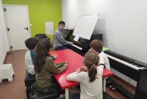 Muestra de una clase de lenguaje musical en CORDES